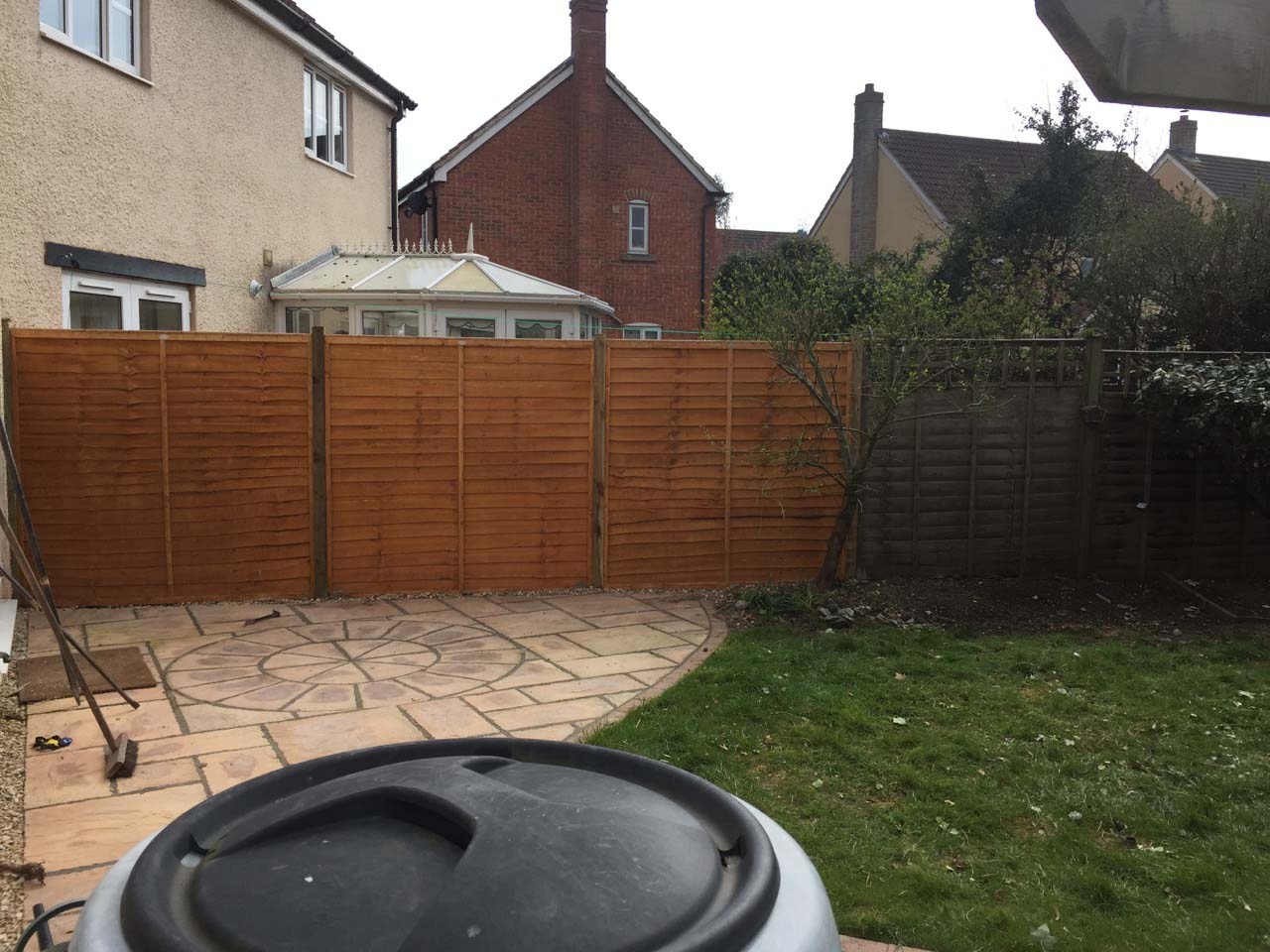 SMB Fencing Service provide cost effective fencing solutions including closeboard (featheredge), all types of Panel, Trellis and Picket Fences. We cover all of Weston super Mare and surrounding areas and offer a no-nonsense quality fencing installation service to all our customers.<br /> We also provide a fast response fencing repair service.<br />